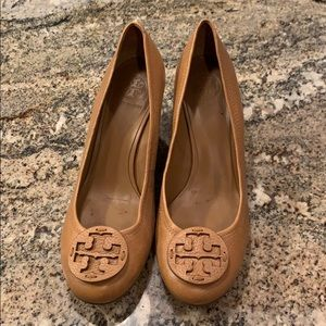 Like new Tory Burch wedges size 11